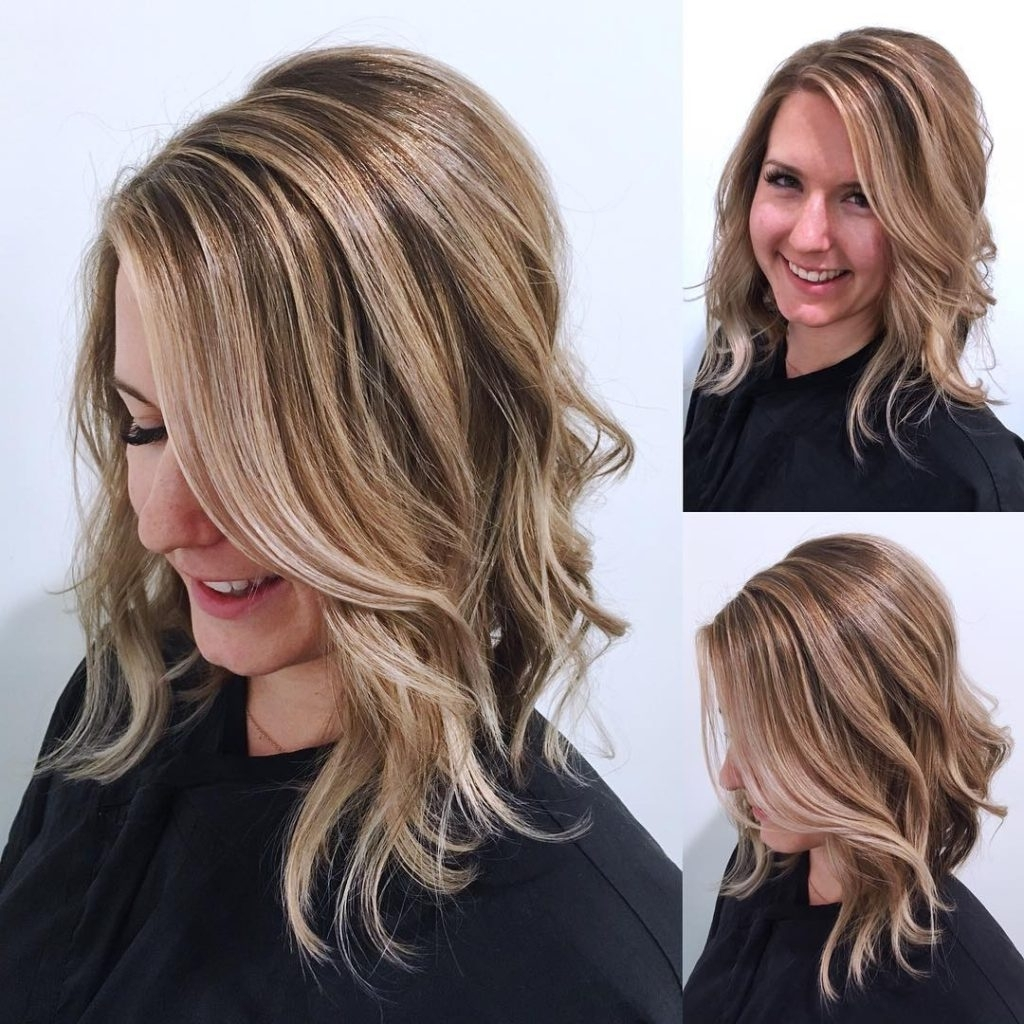 Women's Blonde Angled Lob With Undone Textured Waves And Highlights Inside Most Recently Released Gently Angled Waves Blonde Hairstyles (View 3 of 20)