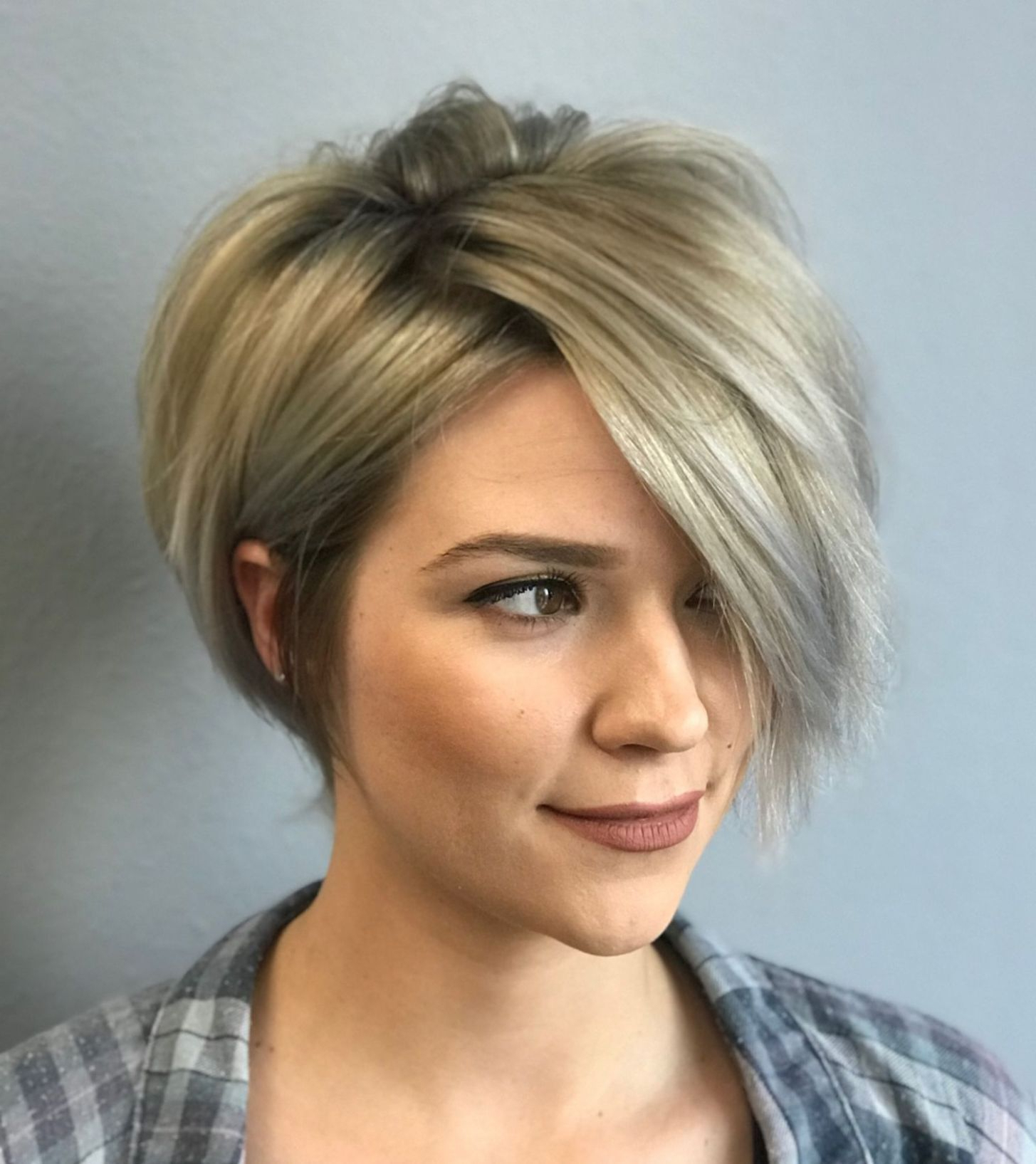 Featured Photo of Short Razored Blonde Bob Haircuts With Gray Highlights