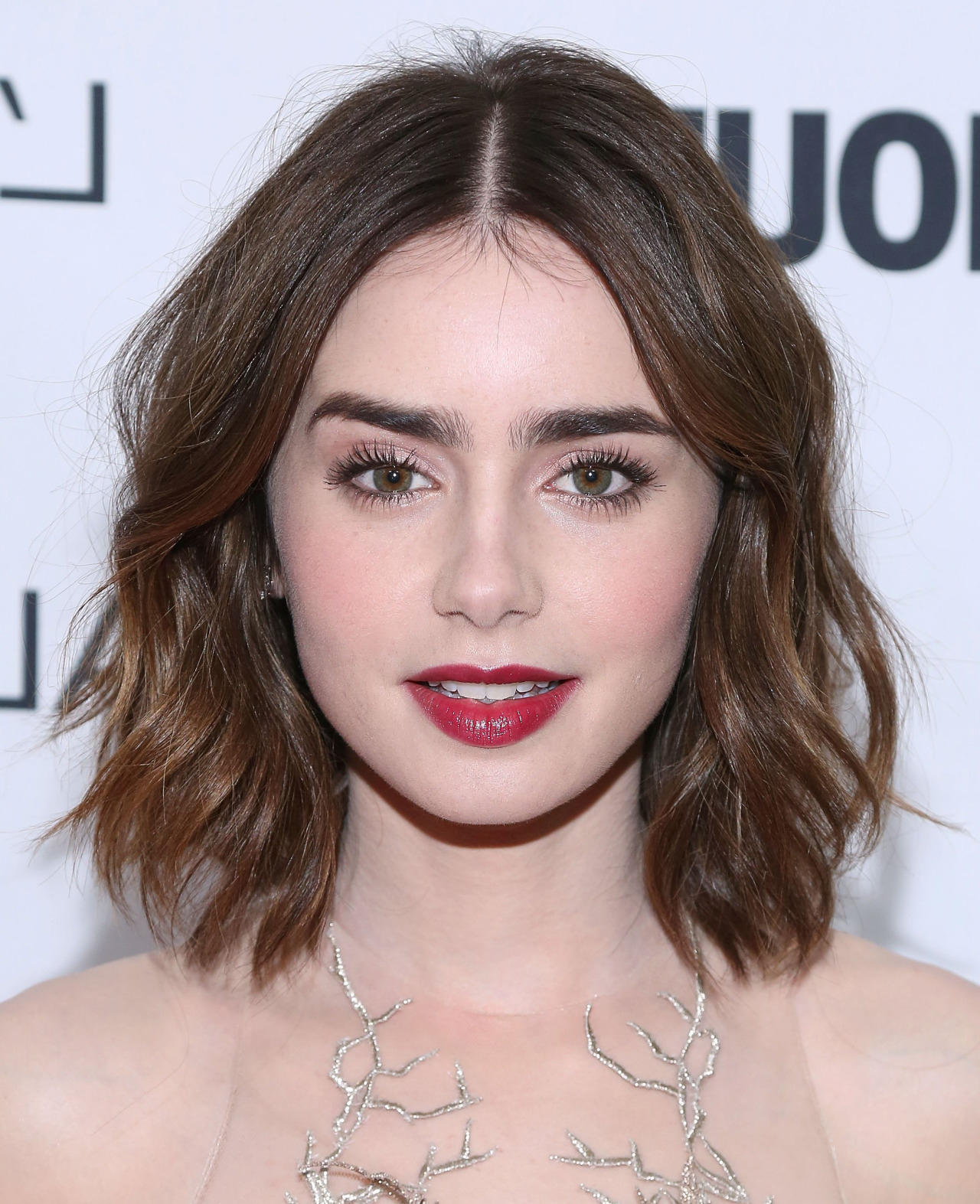 15 Of The Best Hairstyles For Medium Length Wavy Hair – The Skincare Throughout Side Parted Messy Bob Hairstyles For Wavy Hair (View 3 of 20)