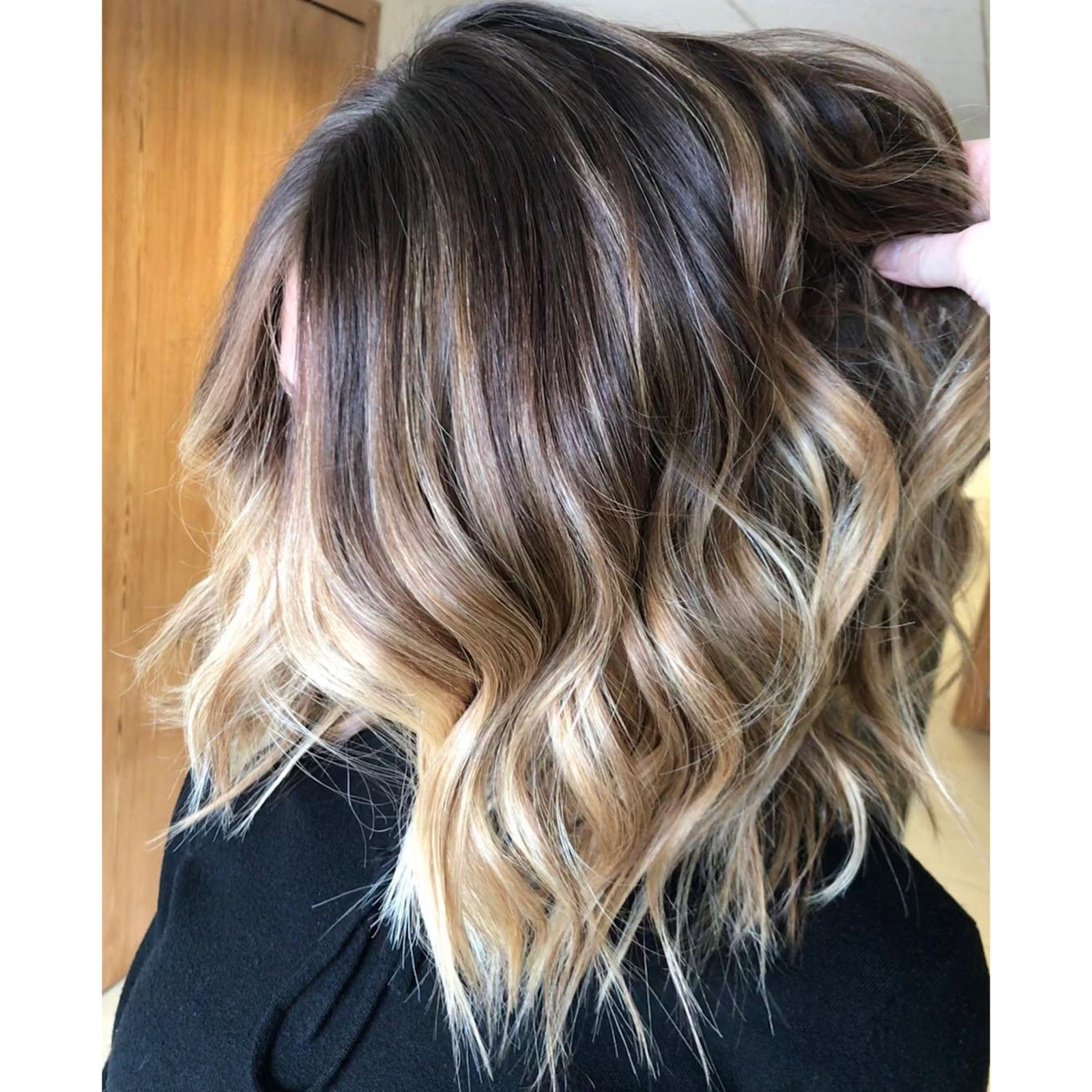 21 Bronde Hair Color Ideas That Are Flattering On Everyone – Allure Within Tousled Wavy Bronde Bob Hairstyles (View 7 of 20)