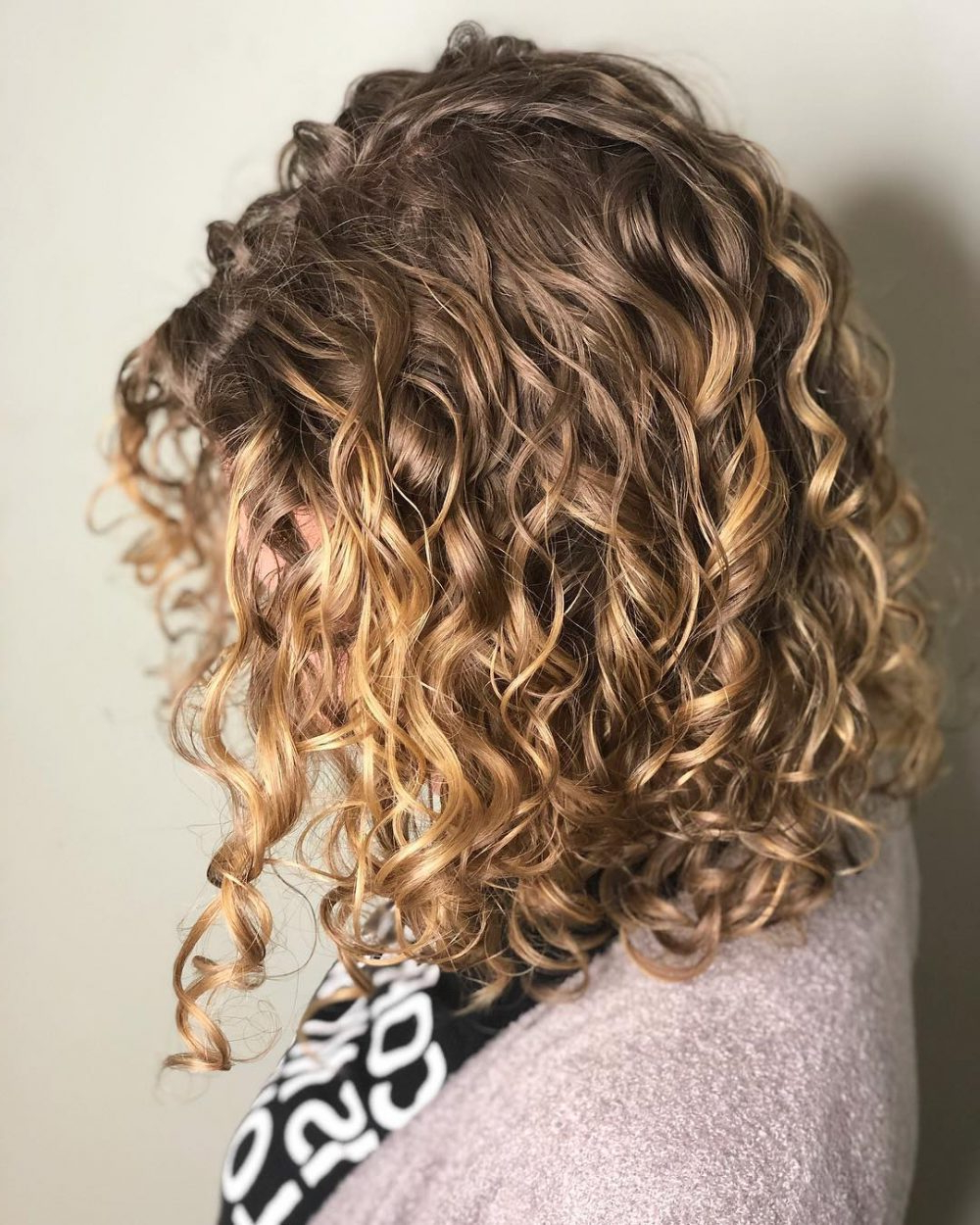 30 Gorgeous Medium Length Curly Hairstyles For Women In 2018 Within Scrunched Curly Brunette Bob Hairstyles (View 4 of 20)