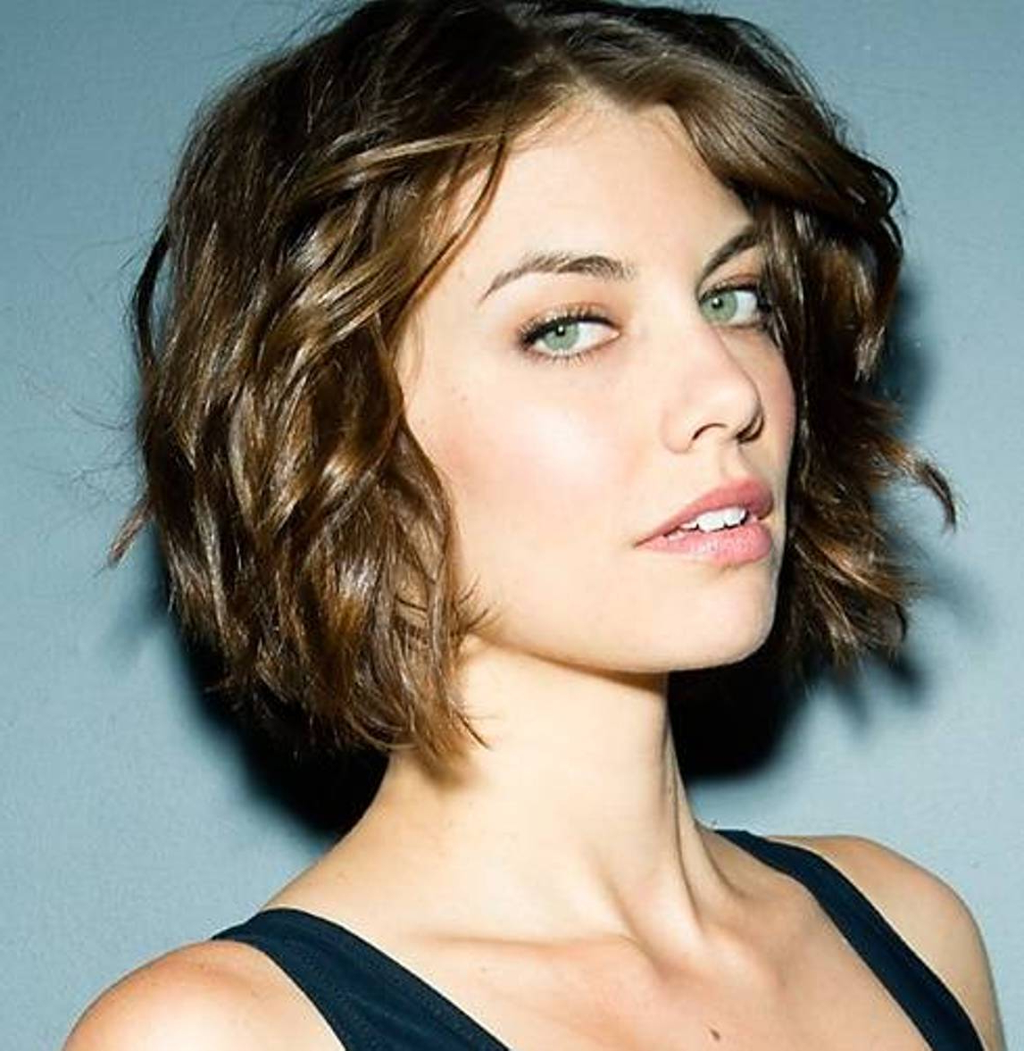 30 Short Wavy Hairstyles For Bouncy Textured Looks In Short Bob For Curly Hairstyles (View 8 of 20)