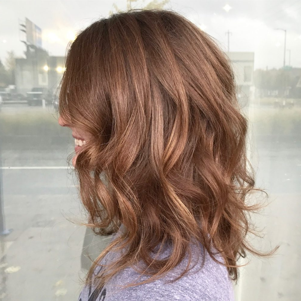 37 Chic Medium Length Wavy Hairstyles In 2018 Within Nape Length Brown Bob Hairstyles With Messy Curls (View 14 of 20)