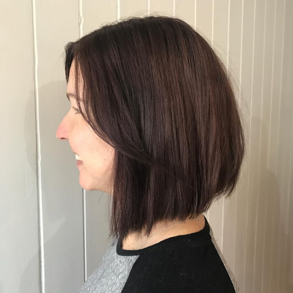 45 Chic Choppy Bob Hairstyles For 2018 Pertaining To Inverted Brunette Bob Hairstyles With Feathered Highlights (View 6 of 20)