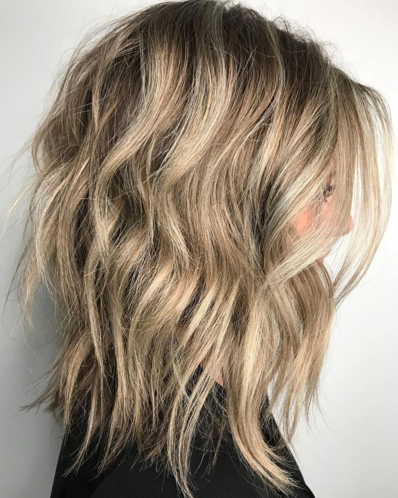 Featured Photo of Wavy Bronde Bob Shag Haircuts