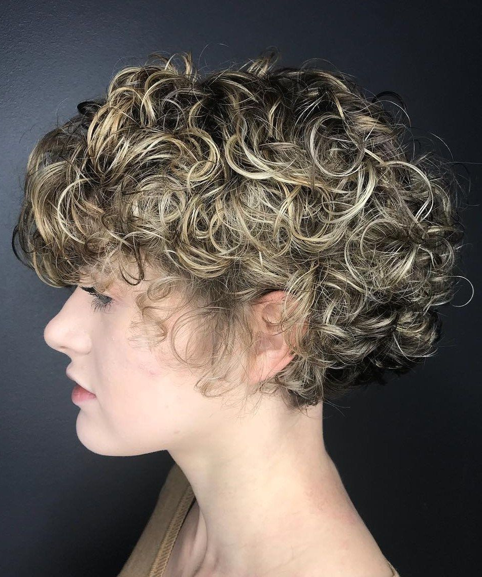 Featured Photo of Angelic Blonde Balayage Bob Hairstyles With Curls