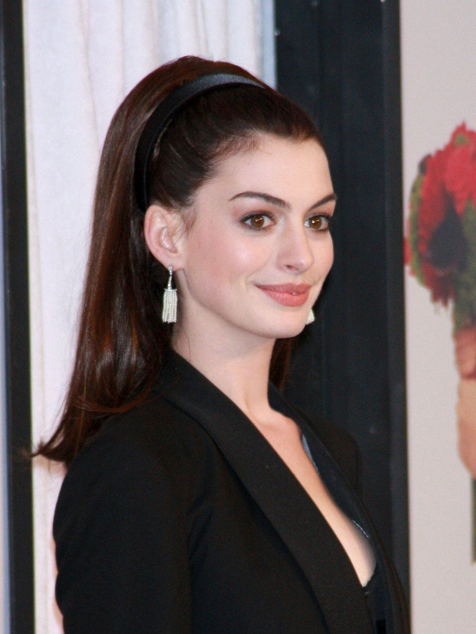 Anne Hathaway Ponytail (Gallery 8 of 20)