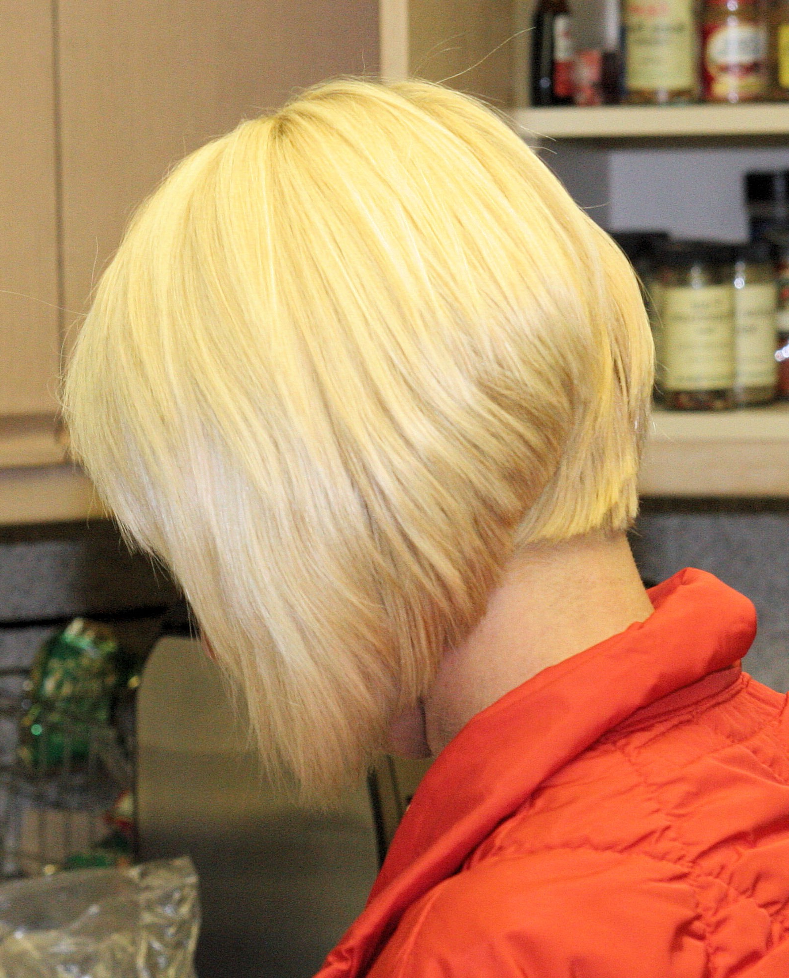Bob Style Hair Cut For Short Blonde Inverted Bob Haircuts (View 12 of 20)