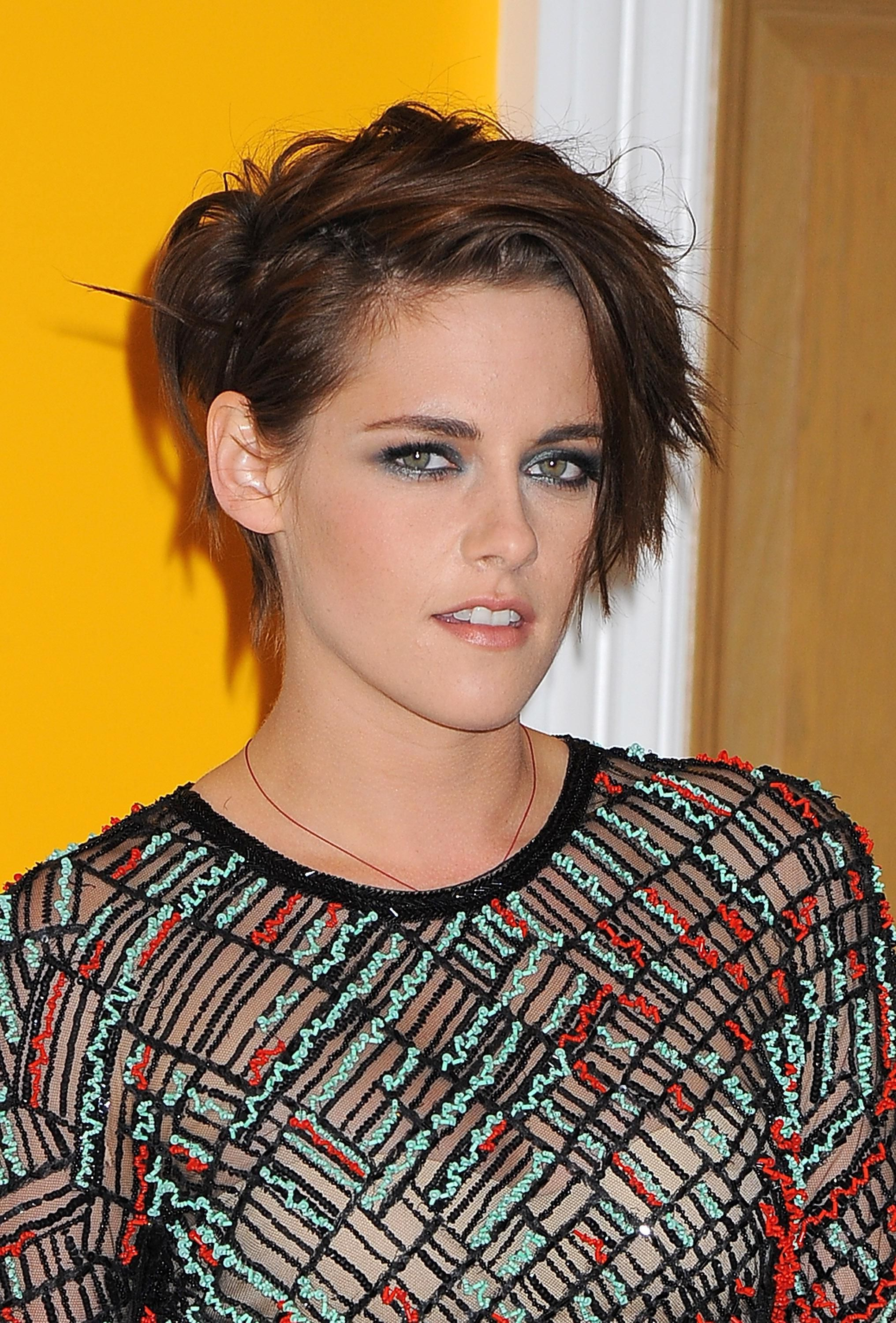 Get Kristen Stewart's Sultry Makeup And Stylish Pixie | Cant Print For Sexy Pixie Hairstyles With Rocker Texture (View 14 of 20)