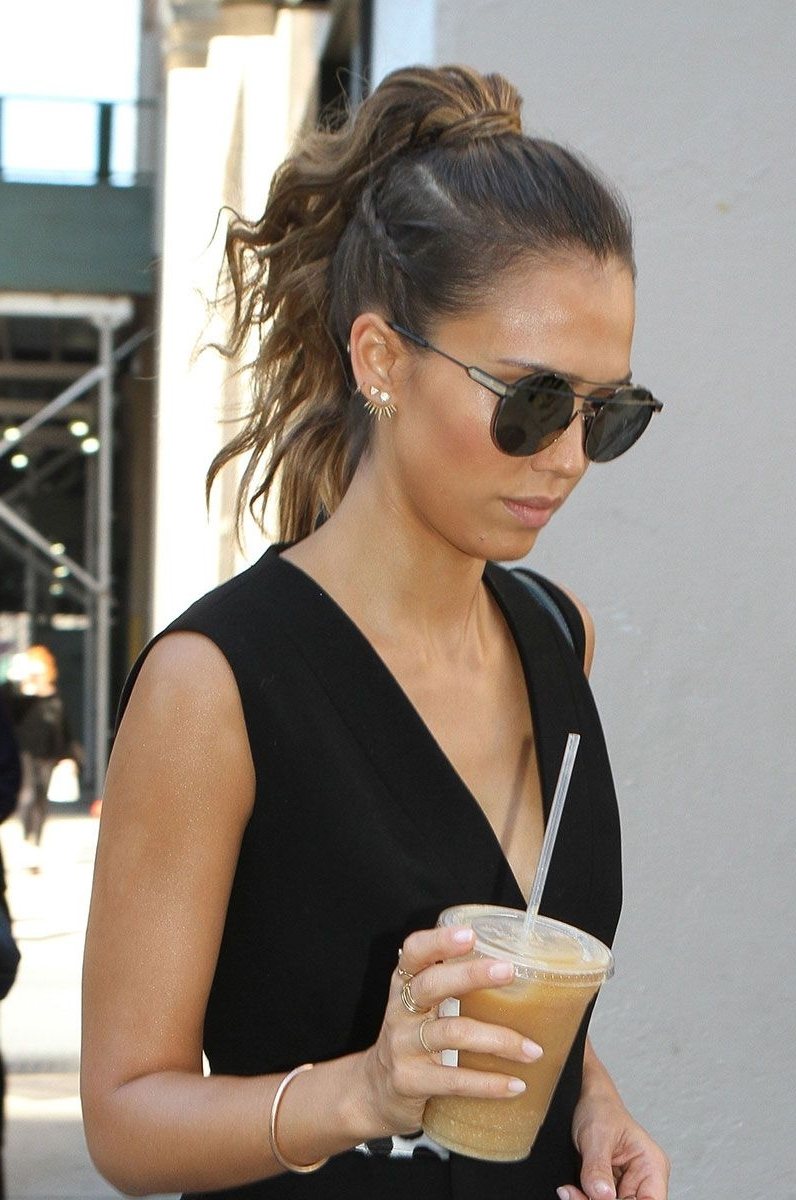 Jessica Alba Puts A Punk Spin On A Ladylike Ponytail (View 14 of 20)
