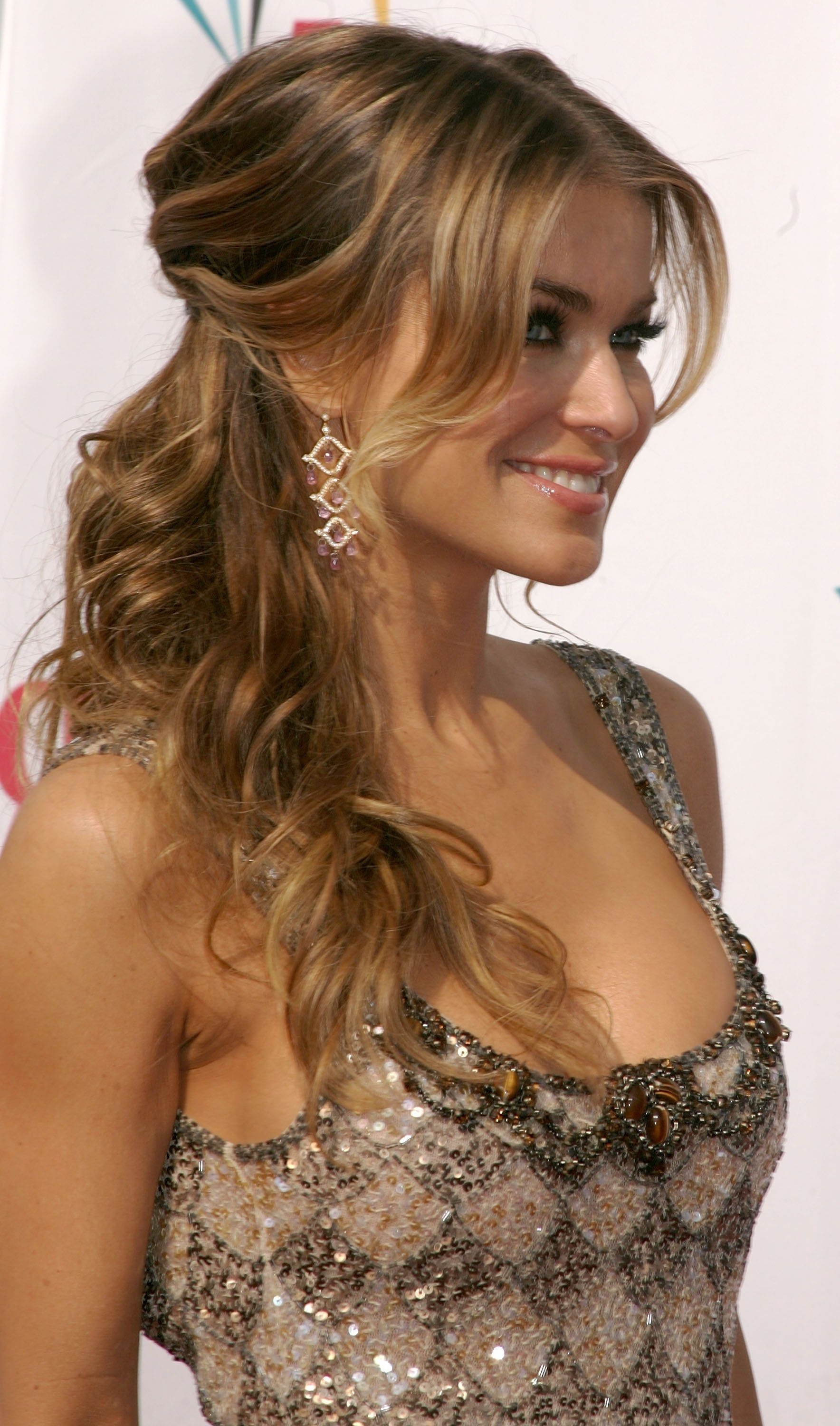 Looks – Hair – Side Ponytail (View 11 of 20)