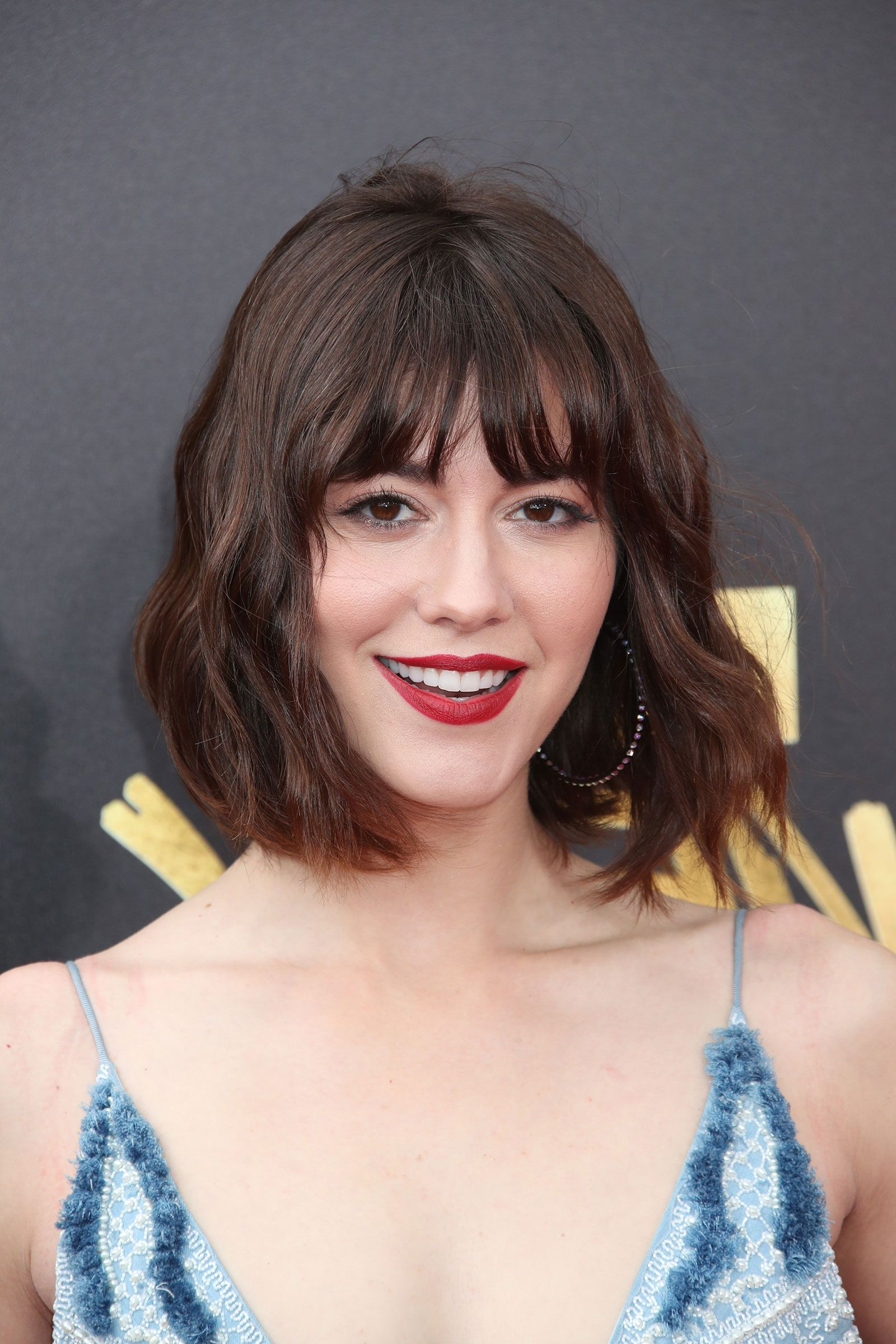 Mary Elizabeth Winstead Bob With Bangs | #coiffures | Pinterest For Curly Brunette Bob Hairstyles With Bangs (View 15 of 20)