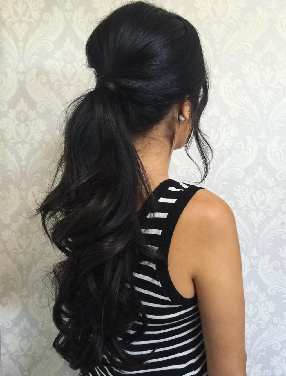 Most Popular Wavy Free Flowing Messy Ponytail Hairstyles Regarding 30 Eye Catching Ways To Style Curly And Wavy Ponytails (View 9 of 20)