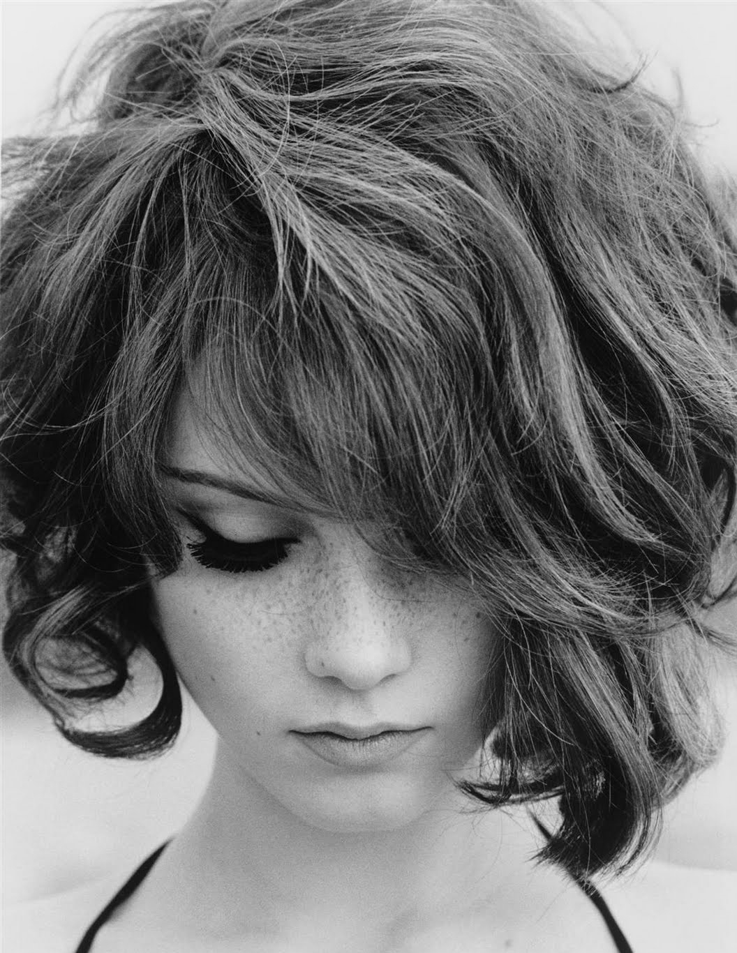 Short Haircuts For Round Faces 2018 Intended For Wavy Messy Pixie Hairstyles With Bangs (View 7 of 20)