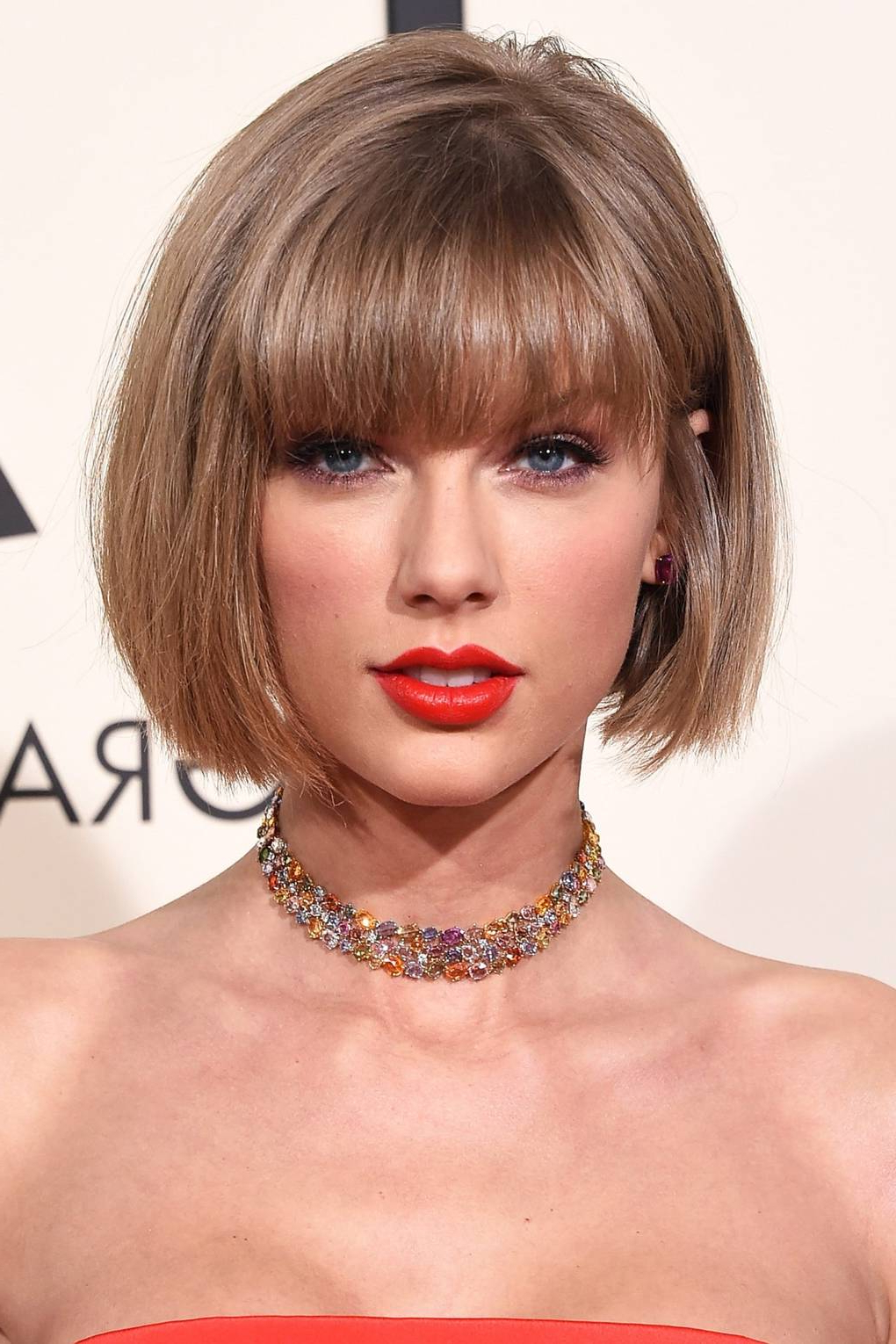 Taylor Swift Hair & Make Up Ideas – Hair Style & Beauty Pictures With Regard To Short Hairstyles With Flicks (View 18 of 20)