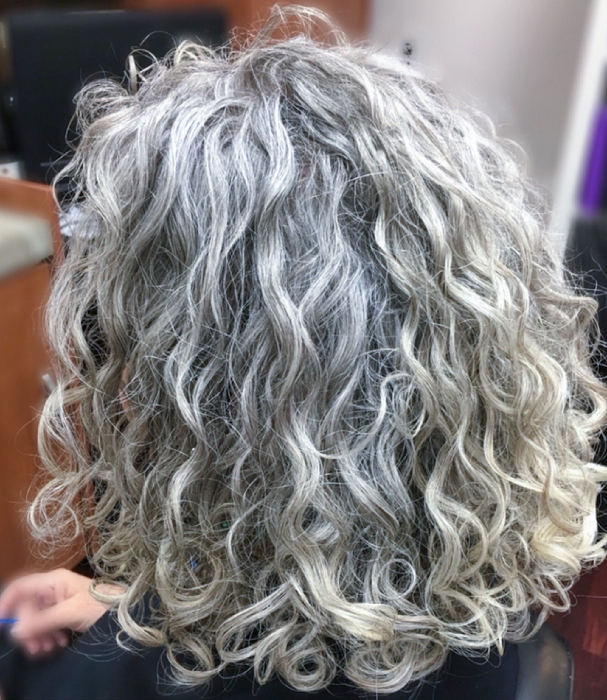 Featured Photo of Curly Grayhairstyles