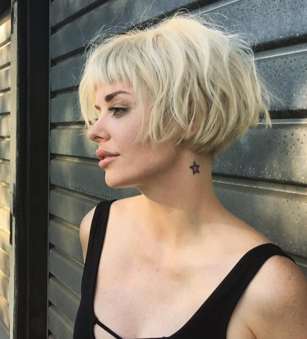 Top 36 Short Blonde Hair Ideas For A Chic Look In 2018 Inside Side Parted White Blonde Pixie Bob Haircuts (View 13 of 20)