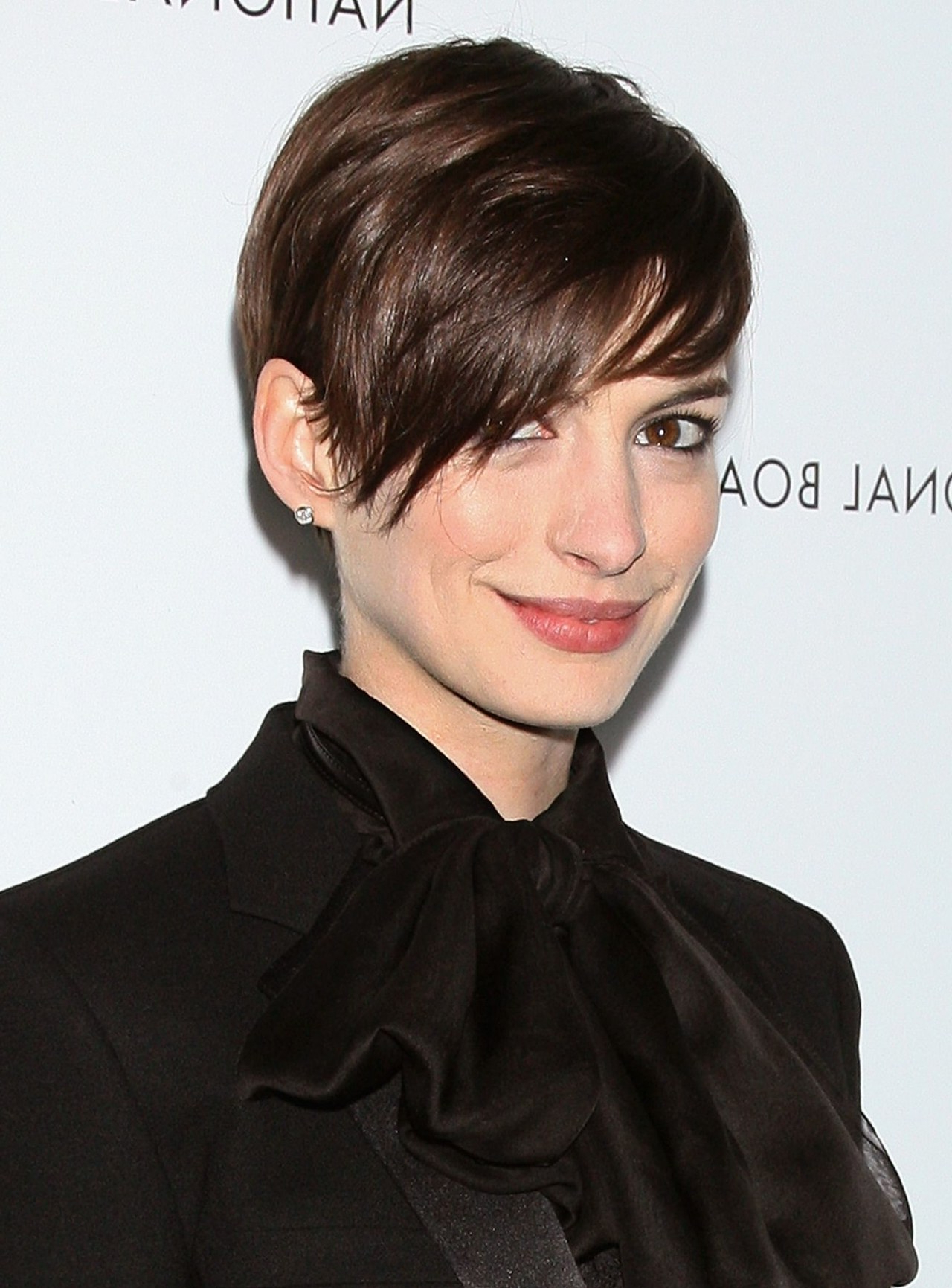 Two Tricks That'll Give You Anne Hathaway's Sexy Rock Star Hair Inside Sexy Pixie Hairstyles With Rocker Texture (View 20 of 20)