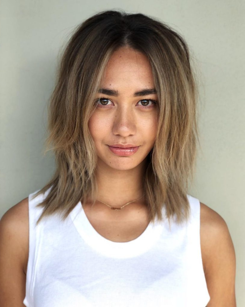 Women's Bronde Center Parted Lob With Straight Undone Texture And Intended For Straight Textured Angled Bronde Bob Hairstyles (View 5 of 20)