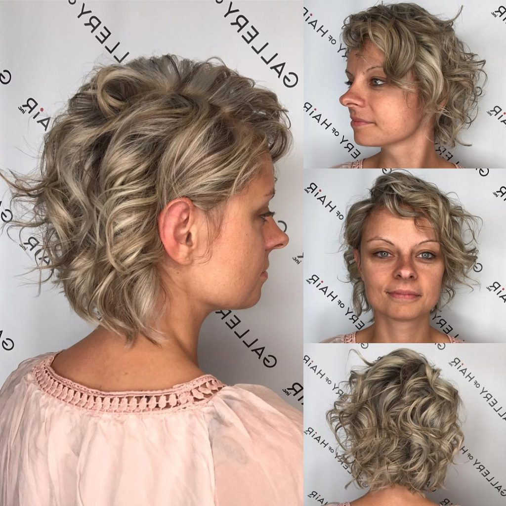 Women's Messy Wavy Blonde Bob With Ash Lowlights Short Hairstyle Inside Long Messy Ash Blonde Pixie Haircuts (View 19 of 20)