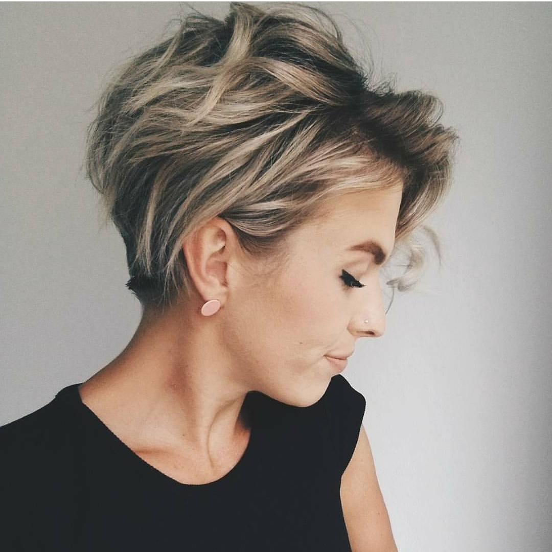 10 Messy Hairstyles For Short Hair – Quick Chic! Women Short Haircut With Regard To Short Ruffled Hairstyles With Blonde Highlights (View 5 of 20)