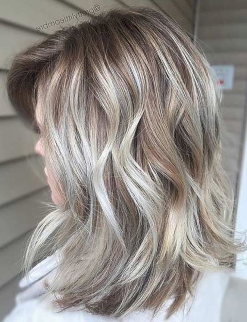 35 Lovely Medium Ombre Hairstyles For Women To Get An Wonderful Look For Gorgeous Feathered Look Hairstyles (View 6 of 20)
