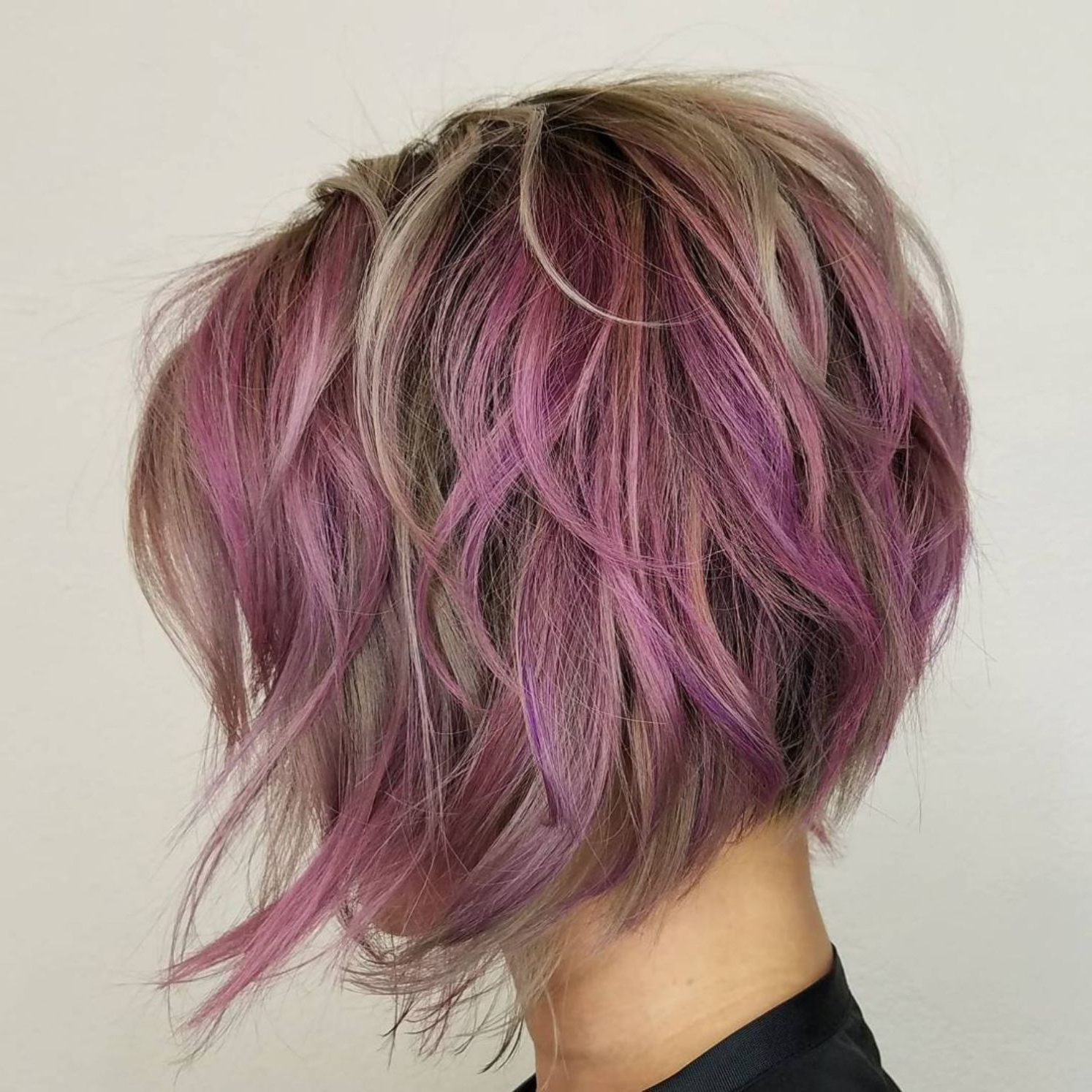 60 Layered Bob Styles: Modern Haircuts With Layers For Any Occasion For Short Messy Lilac Hairstyles (View 6 of 20)