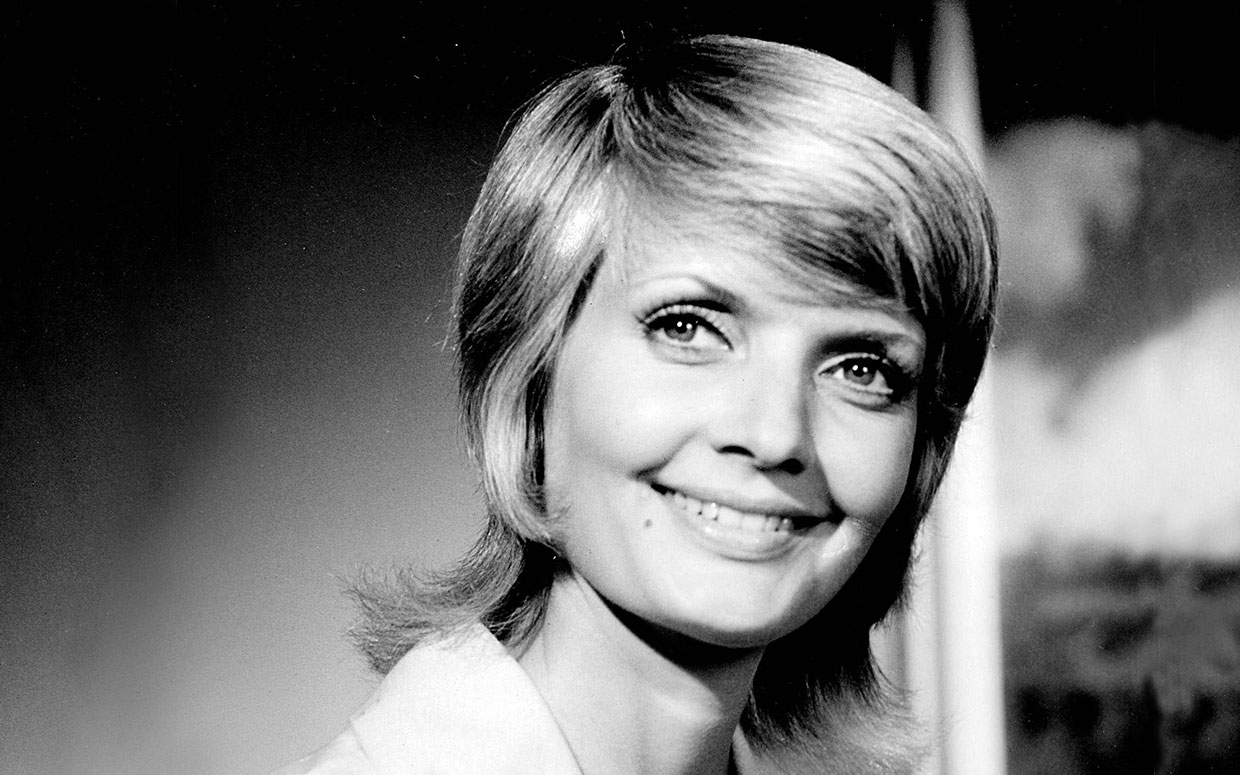 Brady Bunch Star Florence Henderson Dead At 82: See The Brady Cast Pertaining To Carol Brady Inspired Hairstyles (View 5 of 20)