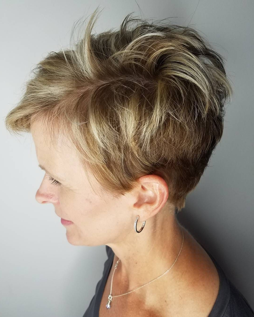Featured Photo of Messy Pixie Hairstyles With Chunky Highlights