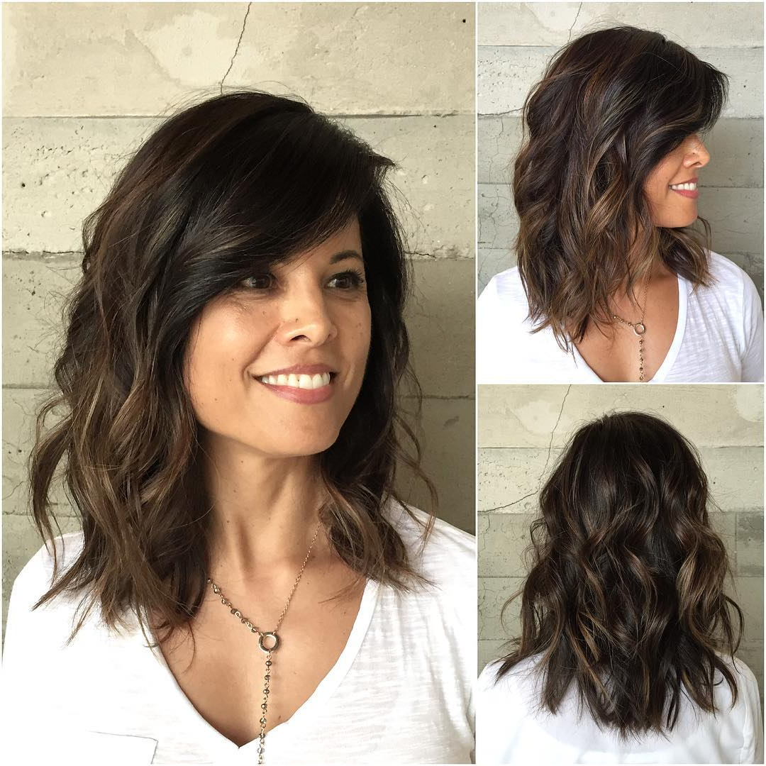 10 Latest Medium Wavy Hair Styles For Women: Shoulder Length Pertaining To Popular Medium Haircuts For Thick Wavy Hair (View 4 of 20)