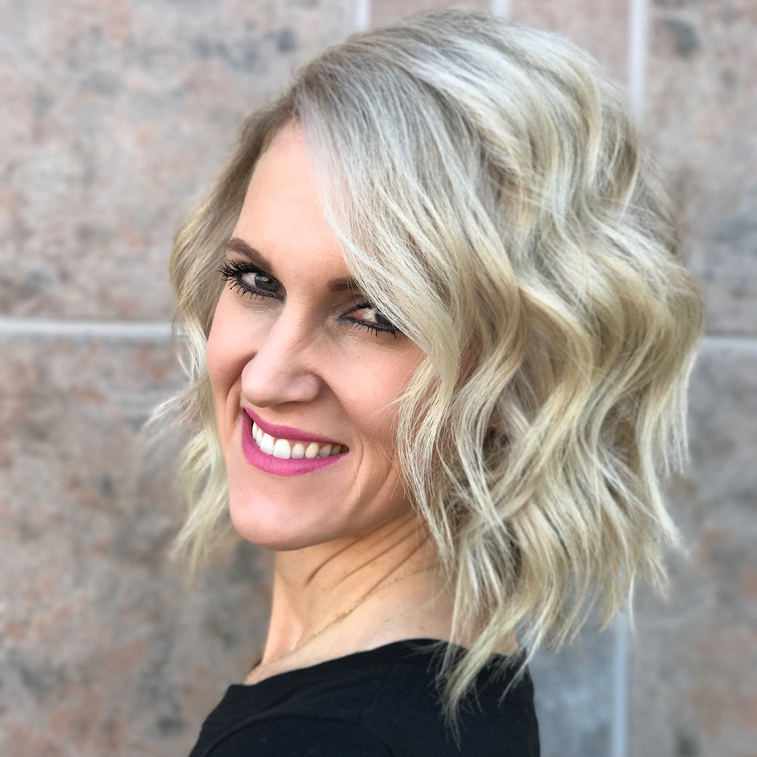 10 Wavy Haircuts For Medium Length Hair 2019 With Regard To 2018 Medium Hairstyles For Large Noses (Gallery 13 of 20)