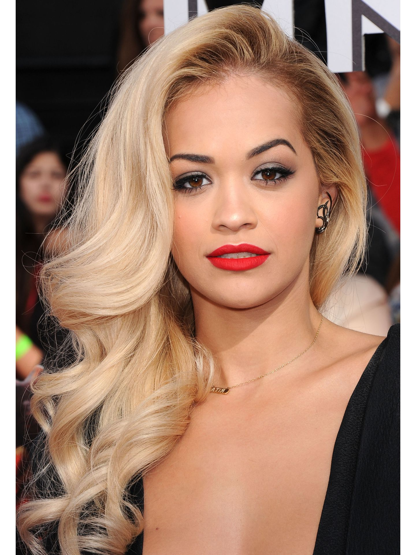 11 Side Swept Hairstyles – Celebrity Side Hairstyle Inspiration Pertaining To Most Up To Date Rita Ora Medium Hairstyles (View 1 of 20)