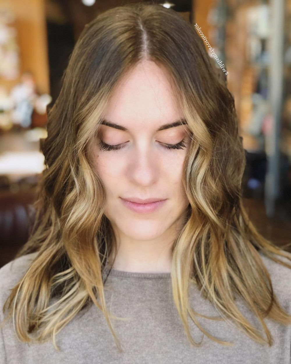 17 Flattering Medium Hairstyles For Round Faces In (View 1 of 20)