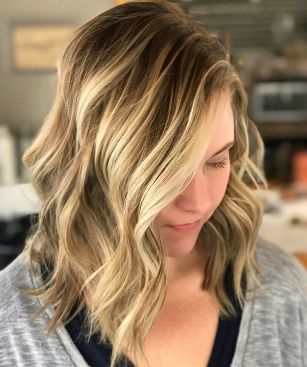 17 Flattering Medium Hairstyles For Round Faces In 2019 Inside Fashionable Medium Haircuts For Women With Round Face (View 14 of 20)