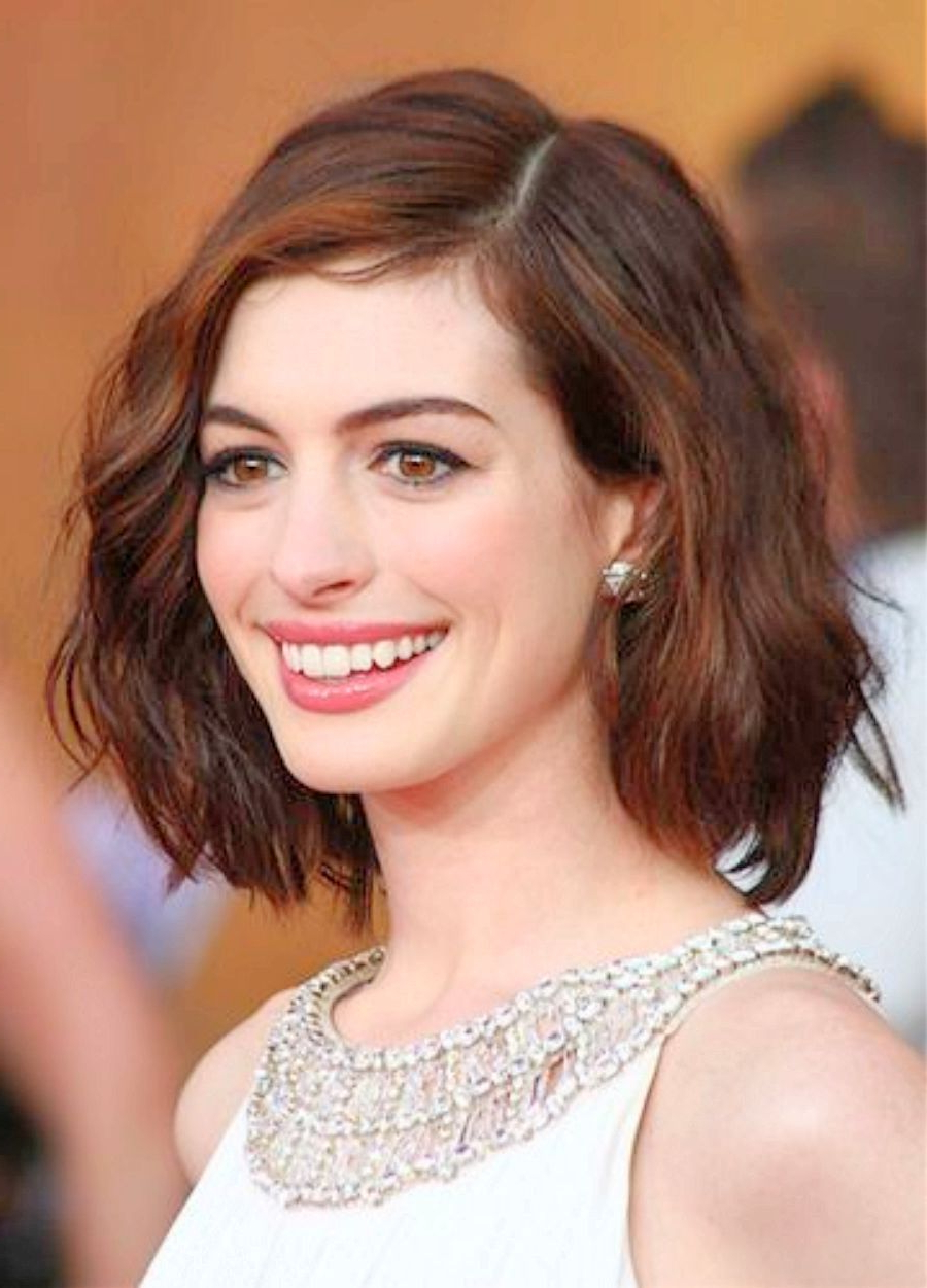 2018 Anne Hathaway Medium Haircuts In Anne Hathaway Short Wavy Hairstyles Anne Hathaway Wavy Haircut (View 2 of 20)