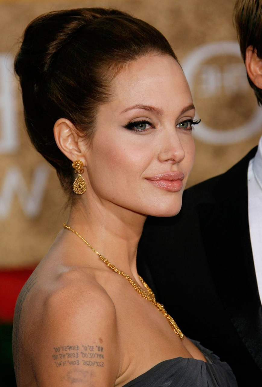 2018 Updos Medium Hairstyles Luxury Angelina Jolie Celebrities I Regarding Well Known Angelina Jolie Medium Hairstyles (View 14 of 20)