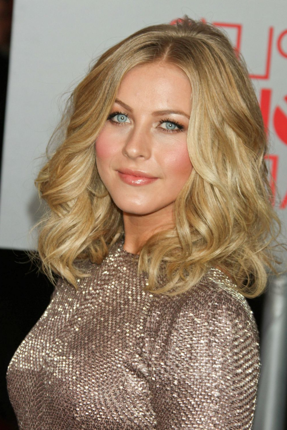 31 Gorgeous Photos Of Julianne Hough's Hair (View 2 of 20)