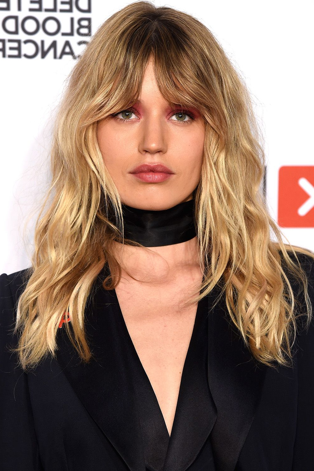 40 Best Medium Hairstyles – Celebrities With Shoulder Length Haircuts With Well Known Voluminous Wavy Layered Hairstyles With Bangs (View 18 of 20)