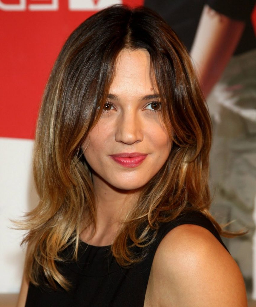 40 Best Medium Hairstyles – Celebrities With Shoulder Length Pertaining To Trendy Celebrity Medium Haircuts (View 17 of 20)