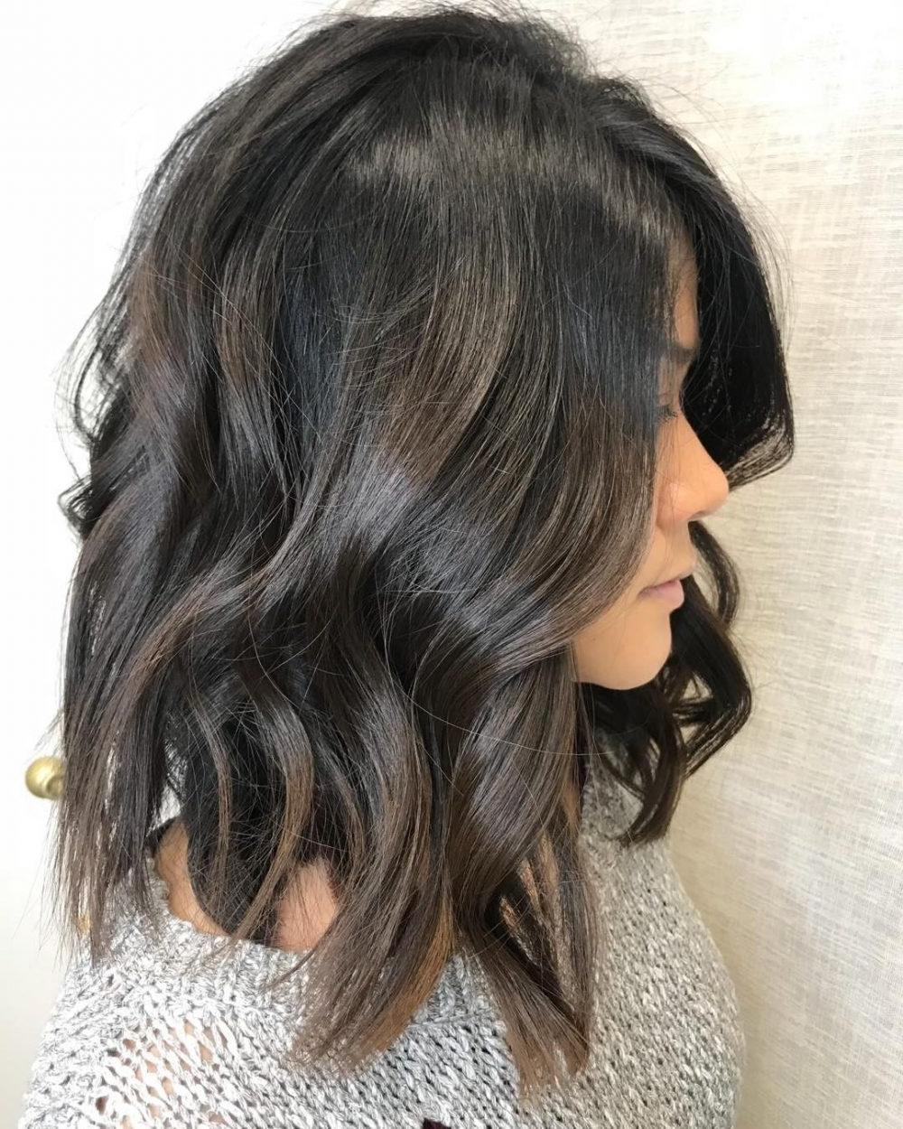 40 Gorgeous And Easy Medium To Shoulder Length Bob Haircuts For Trendy Feathered Brunette Lob Haircuts (View 7 of 20)