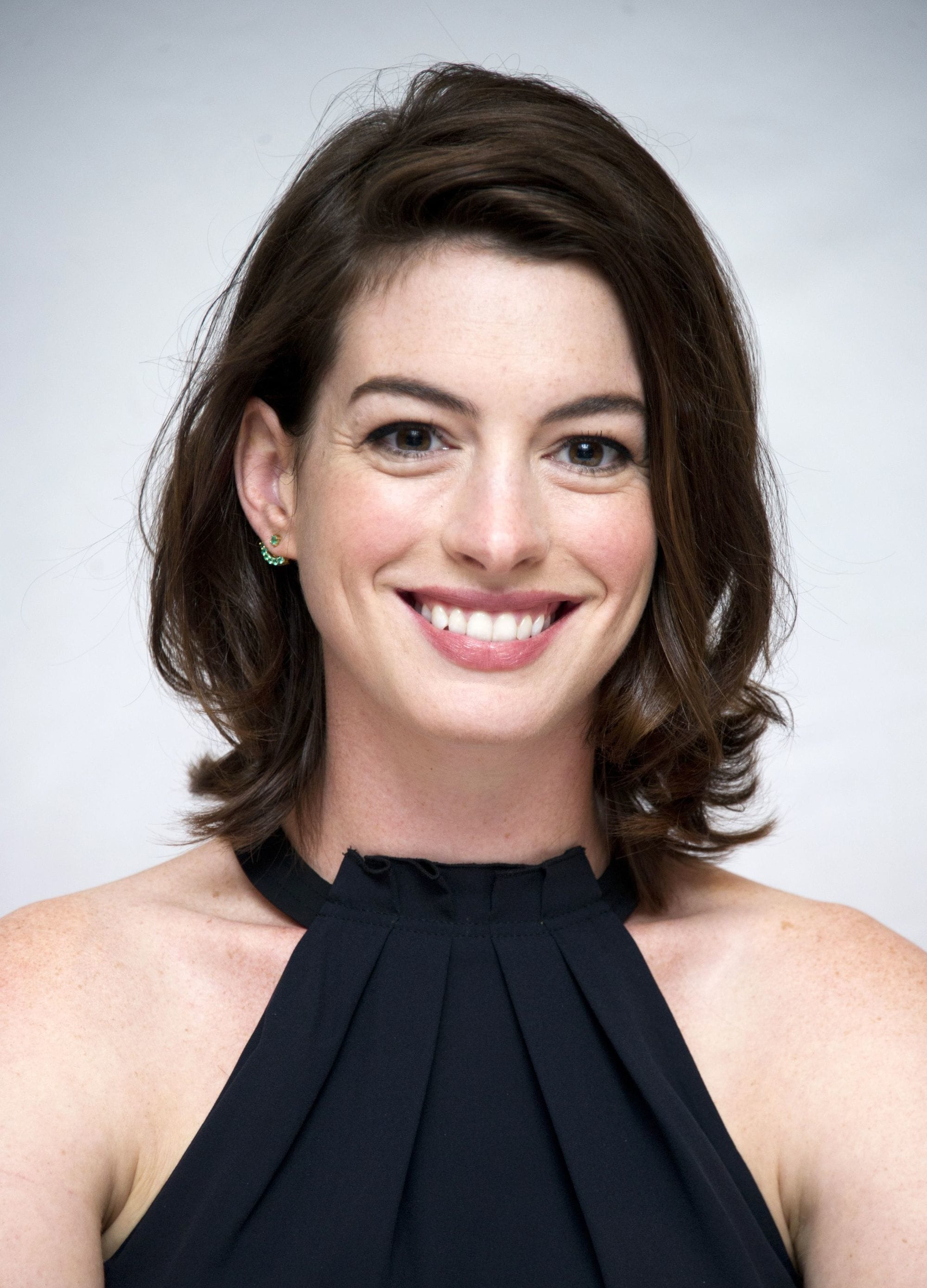 All Throughout Well Liked Anne Hathaway Medium Hairstyles (View 2 of 20)