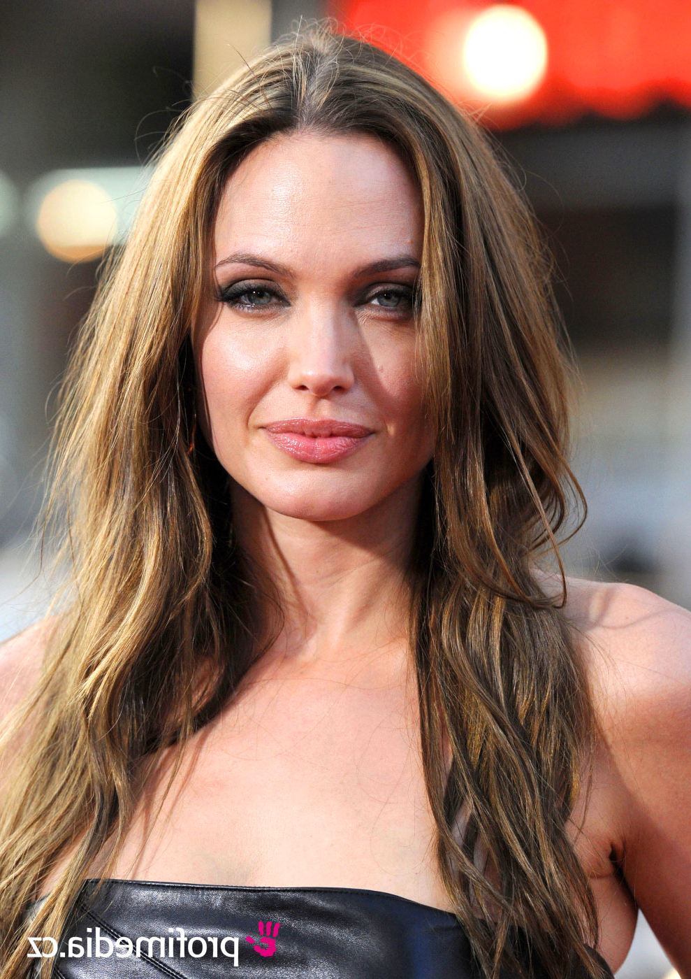 Angelina Jolie – – Hairstyle – Easyhairstyler Intended For Most Recently Released Angelina Jolie Medium Hairstyles (View 16 of 20)