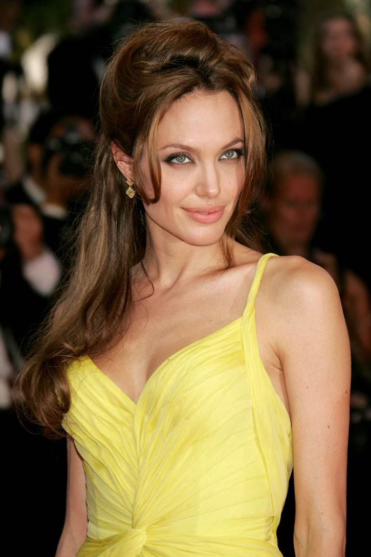 Featured Photo of Angelina Jolie Medium Hairstyles