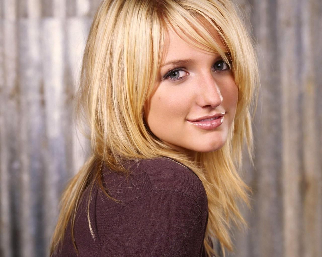 Ashlee Simpson, Hair And (View 3 of 20)