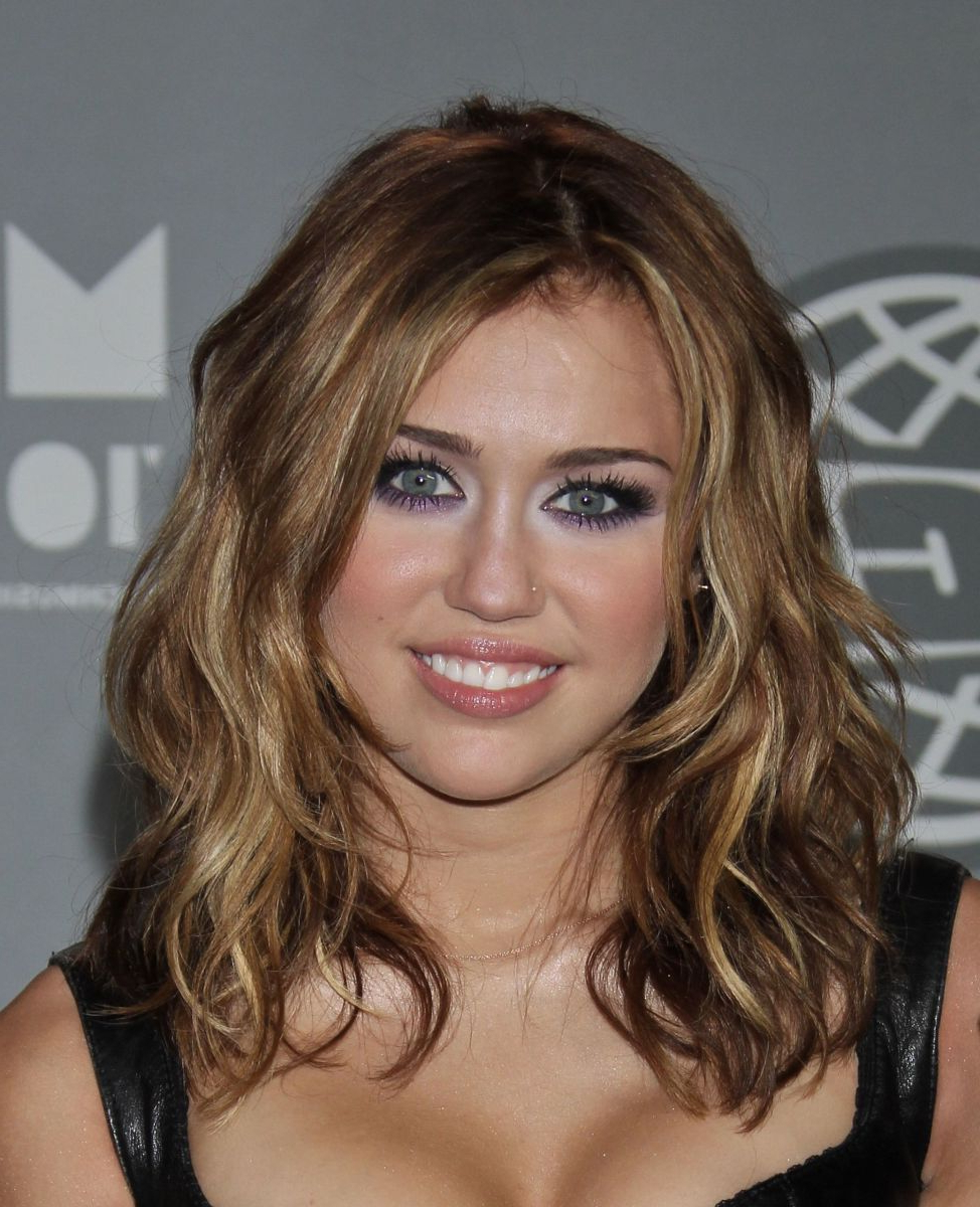 Ask A Hairstylist: The Best Cuts For Fine, Naturally Curly Hair Intended For Most Popular Medium Haircuts Like Miley Cyrus (View 3 of 20)