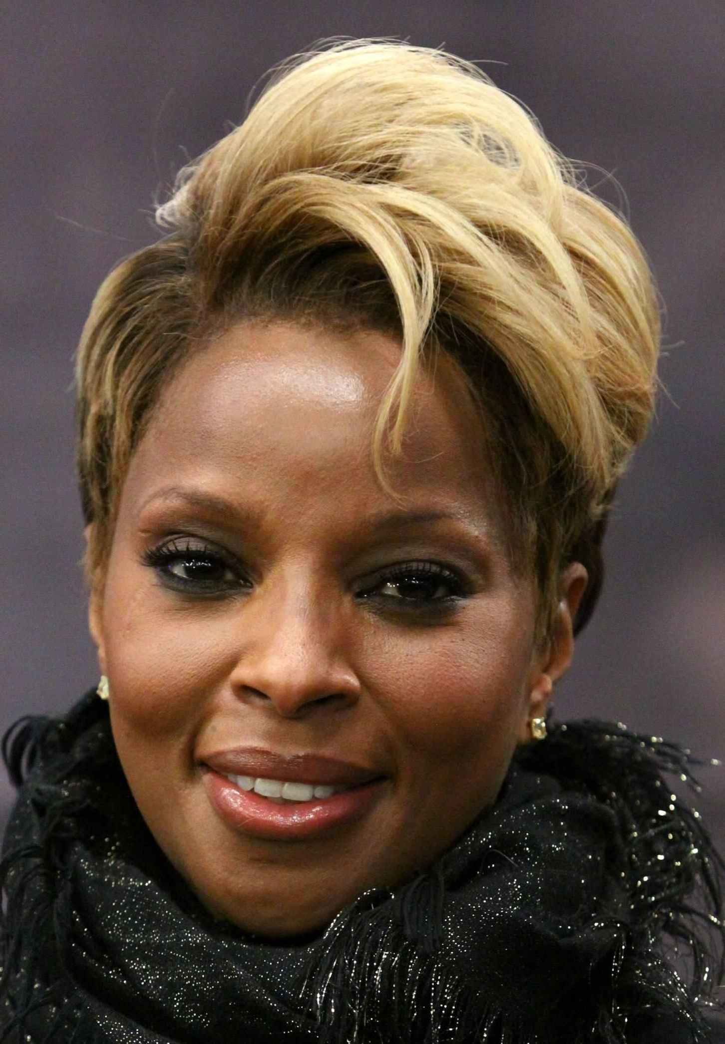 Beautiful Blonde Short Haircut Oval Face African American (View 7 of 20)