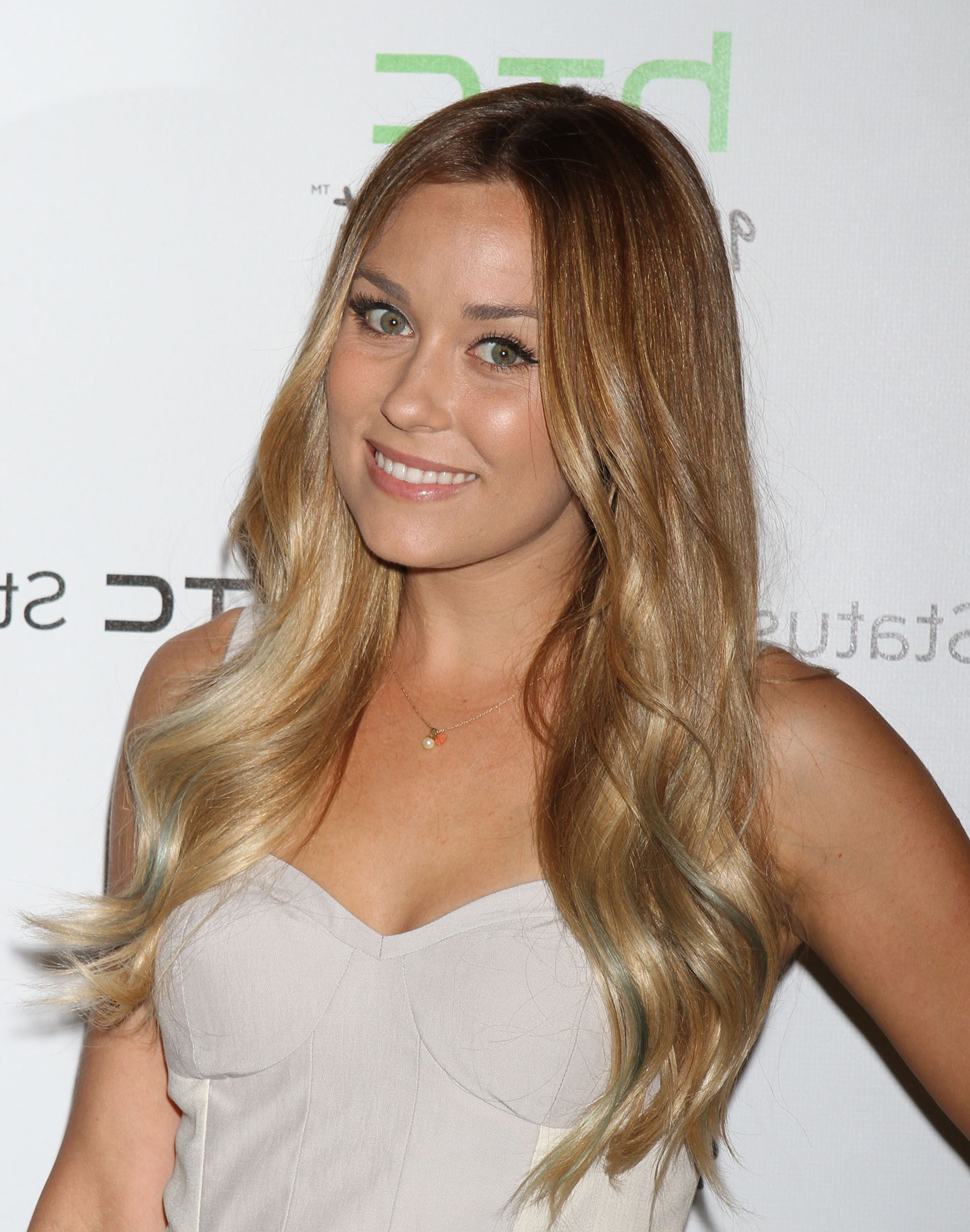Best And Newest Lauren Conrad Medium Haircuts With Body Tattoo Paintyng: Lauren Conrad Hair (View 4 of 20)