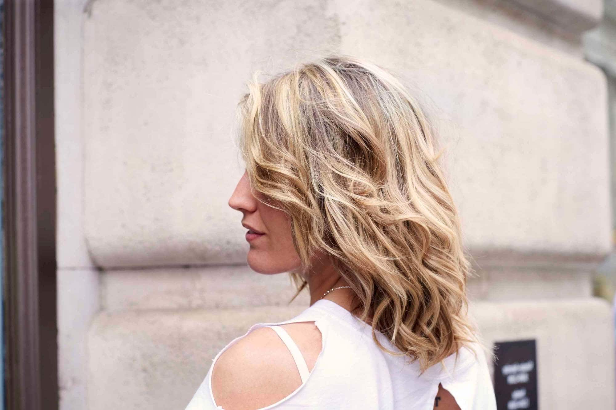Best And Newest Medium Haircuts For Thick Wavy Hair Intended For 14 Head Turning Hairstyles & Haircuts For Thick Wavy Hair (View 9 of 20)