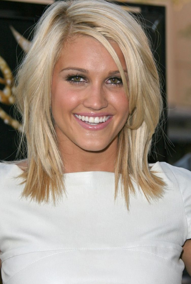 Best And Newest Oval Face Shape Medium Haircuts Pertaining To Cute Medium Length Hairstyles For Blonde Hair And Oval Face Shape (View 10 of 20)