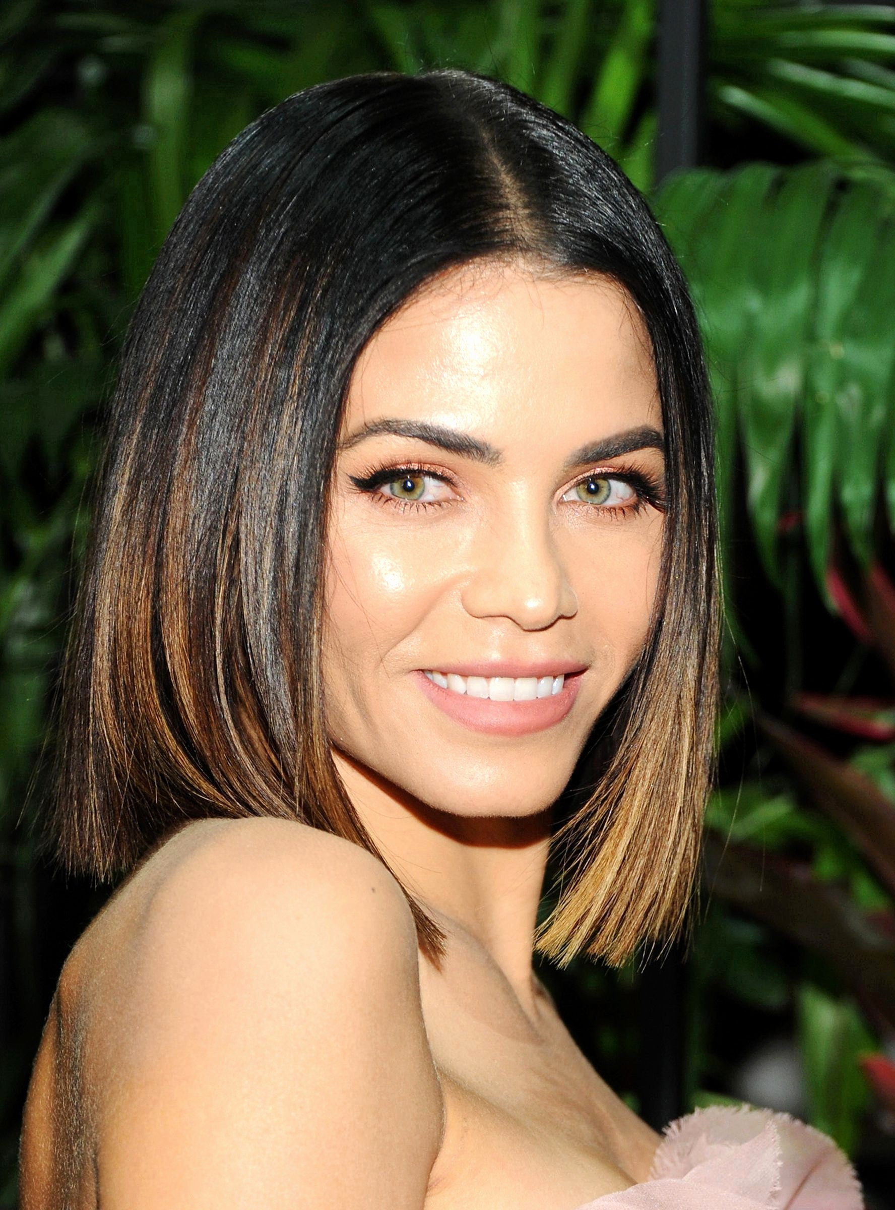 Best Medium Length Haircuts For Thick Hair 20 Flattering Hairstyles With Latest Medium Hairstyles For Oval Faces And Thick Hair (View 3 of 20)